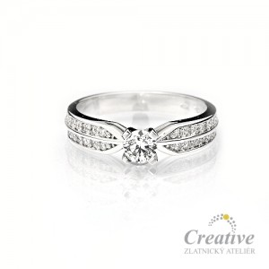 Zásnubní prsten s diamanty